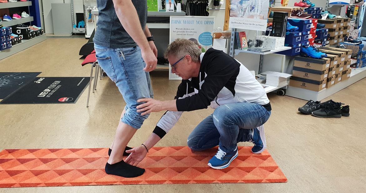 Eine Laufanalyse, wie sie bei Synergy-Sports durchgeführt wird, hilft bei der Wahl des richtigen Schuhs. Foto: Synergy-Sports