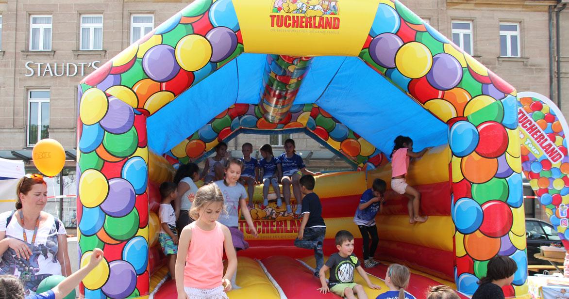 Ob Hüpfburg oder Mitmach-Aktionen - für die Kleinen ist am Samstag jede Menge Spaß geboten. Foto: Ebersberger